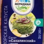Салат с морской капустой и копченой курицей